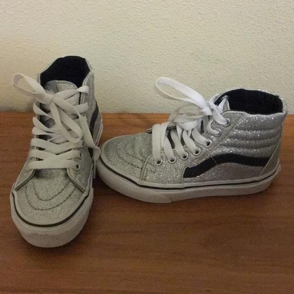 b788dd547eec Little girls high top shoes. M 5a9f50212ae12fb6158fad33